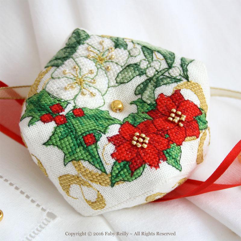 Christmas Biscornu (wreath version)
